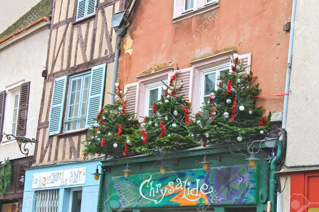 Decoration de noel sur facade de maison