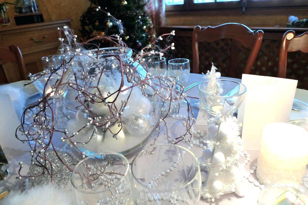 Idée déco table noel blanc et or