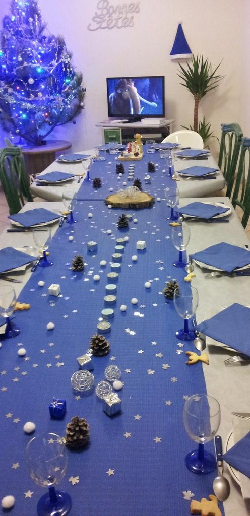 Decoration De Table De Noel Or Et Bleu Idee De Luminaire Et Lampe