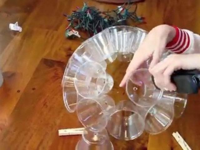 Boule de noel avec verres en plastique