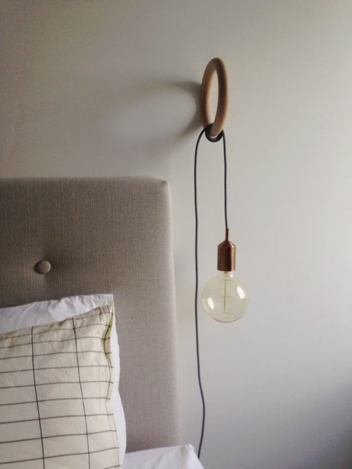 Lampe de chevet a accrocher au lit
